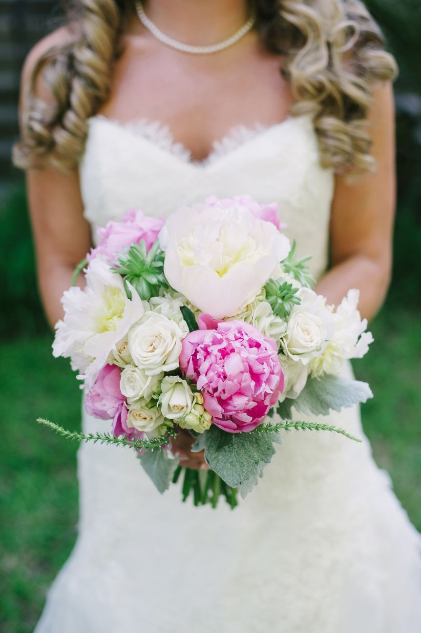 The top 7 spring wedding flowers will make you swoon weddingwire read on to learn which are the most popular spring wedding flowers mightylinksfo