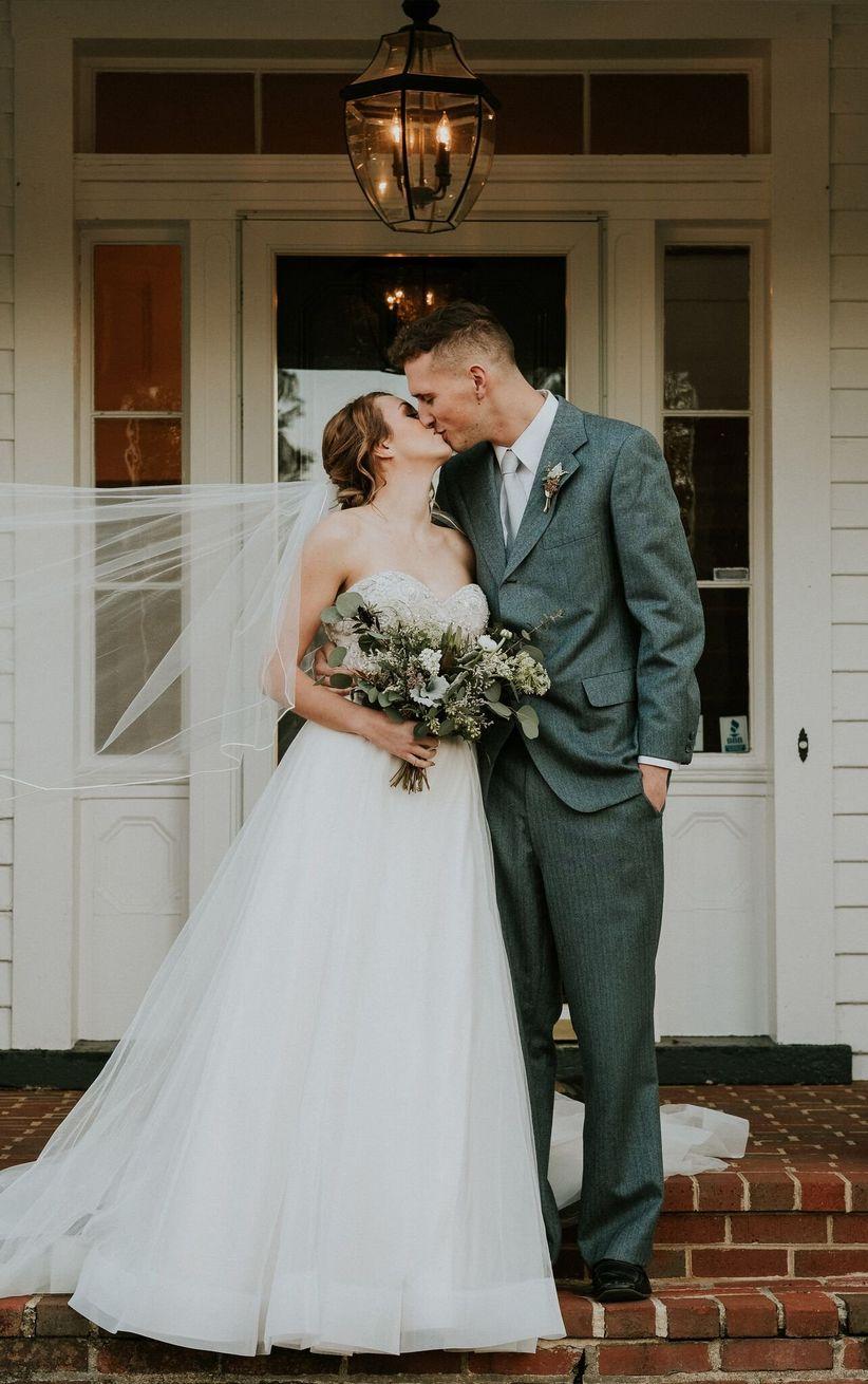 classic wedding poses