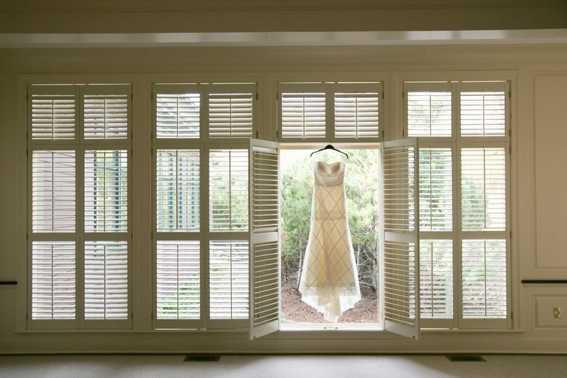 8 Tips For Wedding Dress Alterations And Fittings Weddingwire