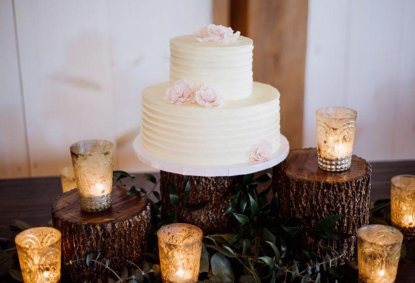 Fondant Vs Buttercream The Sweetest Wedding Cake Debate Weddingwire