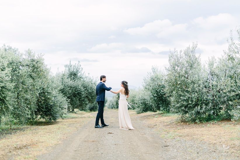 bride and groom posing at vineyard - wedding photographer linda pauline