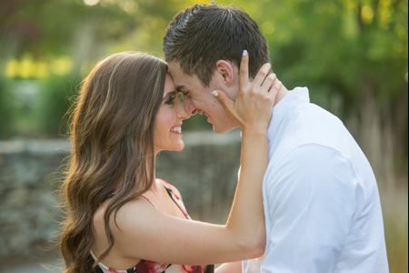 5 Engagement Photo Shoot Rules to Nail Your Outdoor Pictures