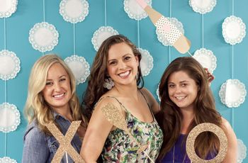 DIY Photo Backdrop: Lace Doilies