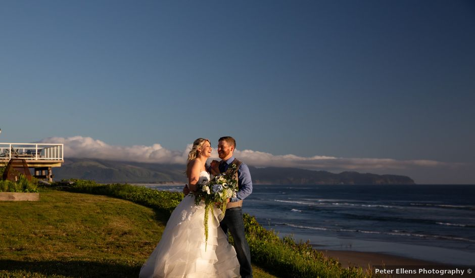 Rhiannon and Colby's Wedding in Tillamook, Oregon