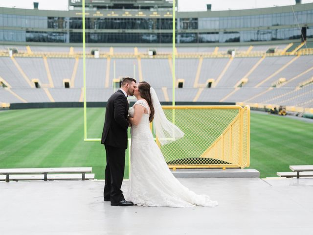 Stephanie and Robert's Wedding in Green Bay, Wisconsin 8
