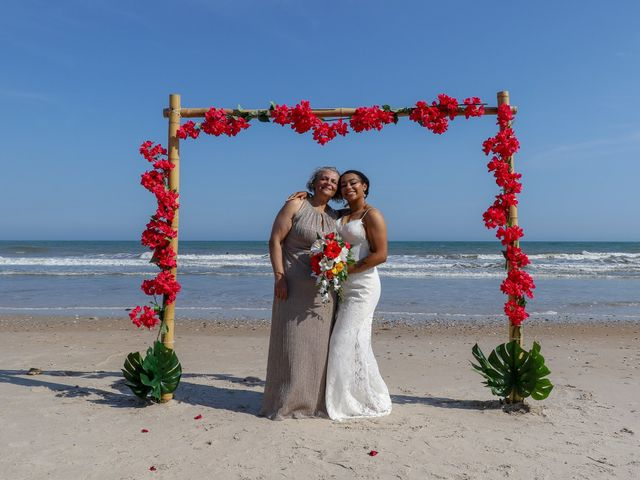 Jaylen Gentry and Chelsea Gentry's Wedding in Topsail Beach, North Carolina 4