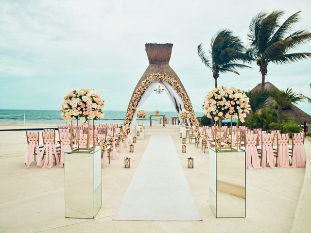 Liz and Roosvel's Wedding in Cancun, Mexico 36