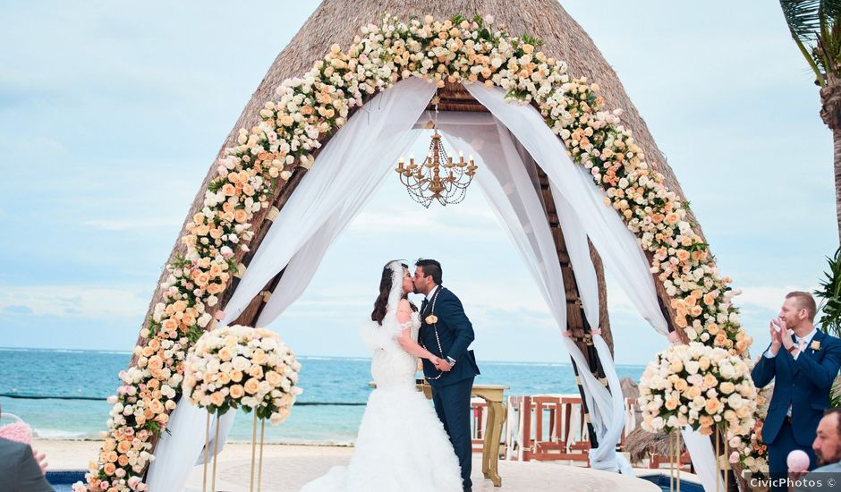 Liz and Roosvel's Wedding in Cancun, Mexico