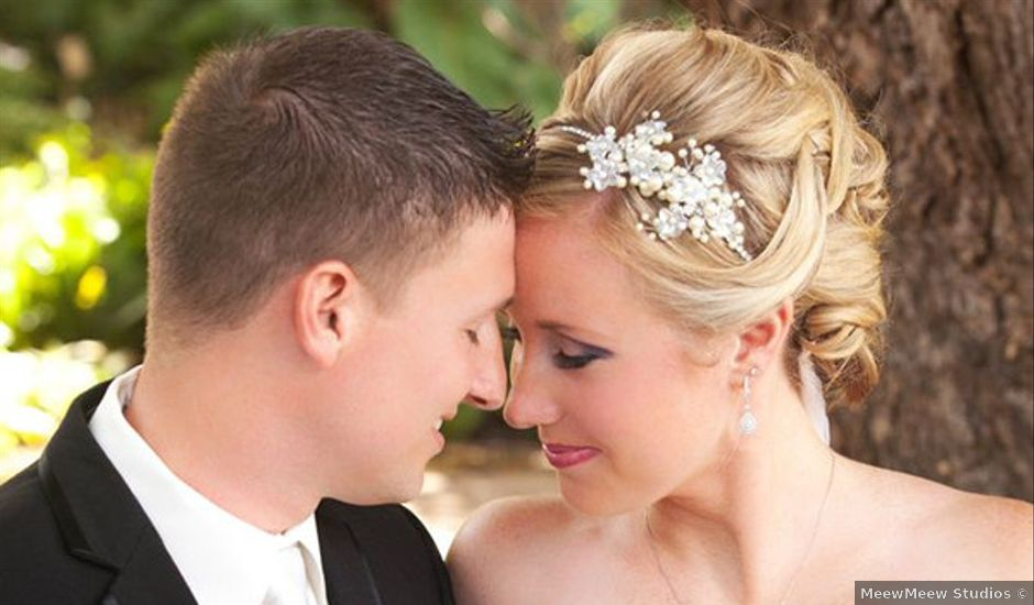 Real Weddings Weddingwire: Vibrant Hawaii Beach Wedding, Wedding Real Weddings
