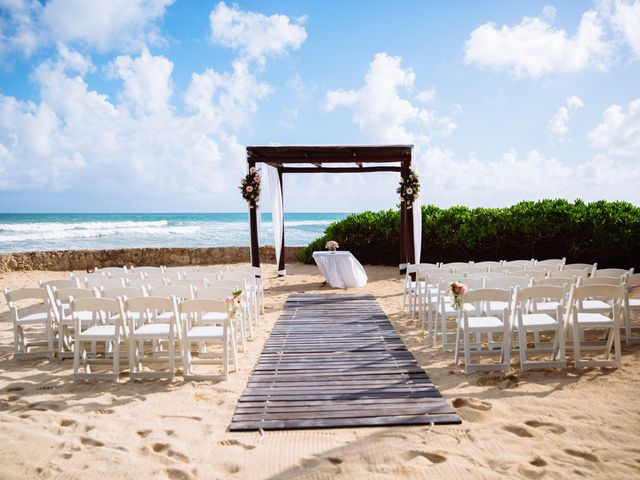 Danielle and Weston's wedding in Mexico 11