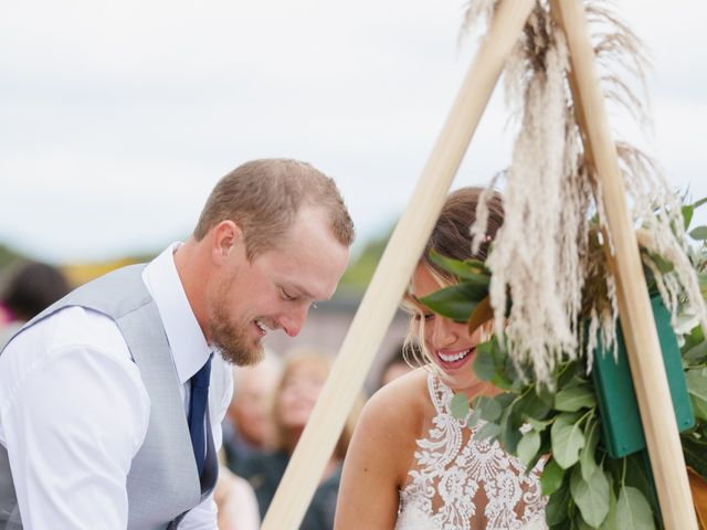 Dustin and Amber's Wedding in Green Bay, Wisconsin 11