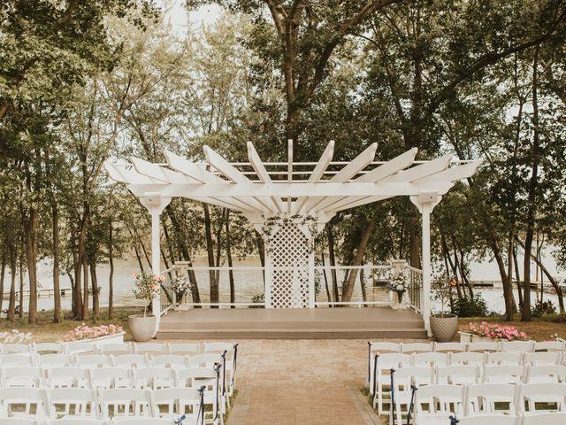 Justin and Morgan's Wedding in La Crosse, Wisconsin 19