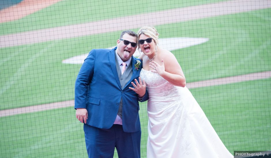 Travis and Kimberly's Wedding in Cincinnati, Ohio