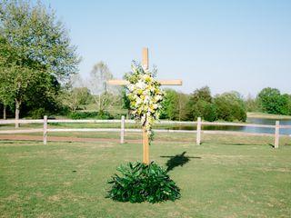 LYNN DOYLE FLOWERS & EVENTS 4