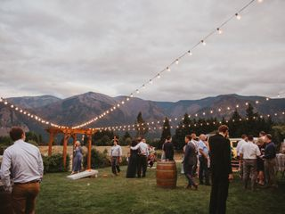 Gorge-ous Weddings at Wind Mountain Ranch 5