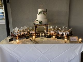 The cake stand 1