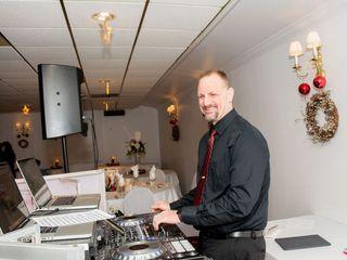 JOEY B'S DJ & Photo Booth Service 4