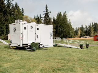 Luxury Restroom Trailers by Privy Chambers 5