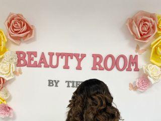 Beauty Room by Tiffany 3