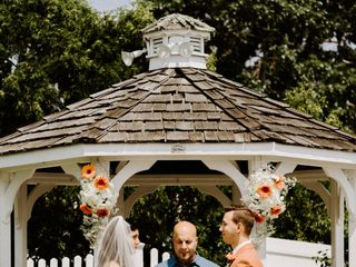 Award Winning Officiant & Wedding Planning Consultant 1