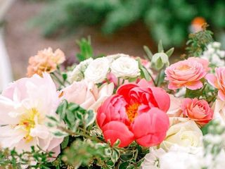 Precious and Blooming Floral Design 4