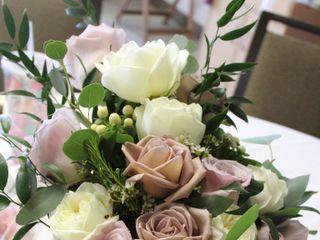 Monzie's Floral Design 5