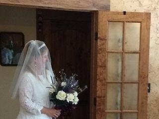 Lyllyan Queen (Little Backyard Wedding Boutique) 4