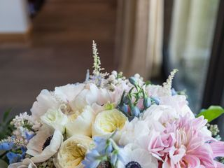 Brandi Nicole Floral Designer 6