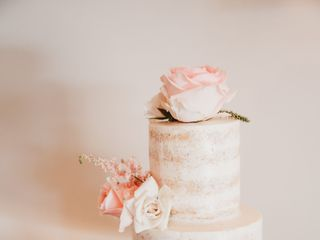 Sweet Dreams Wedding Cakes and Flowers 7