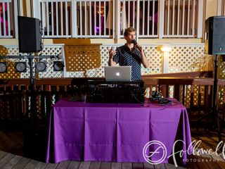 Visualize Entertainment, Inc. - DJ - Lighting - Photo Booth 4