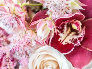 Tourterelle Floral Design 4