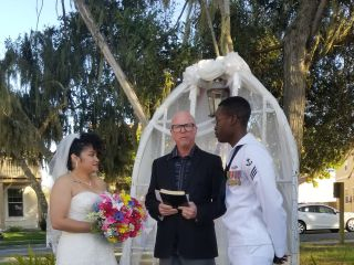 Ceremony Officiants - Rev. Laura Cannon & Associates 6