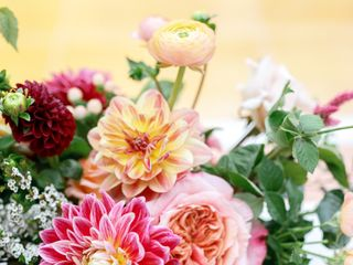 Precious and Blooming Floral Design 5
