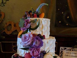 Custom Cakes 6
