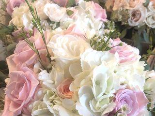 A Fashionable Flower Boutique 2