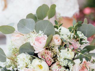 JuneBug Floral Design 1