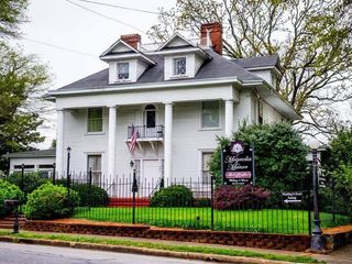 Magnolia Manor Bed & Breakfast 4
