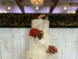 Custom Cakes by Tara 1