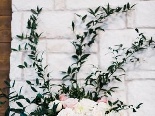 Flora & Vine 5