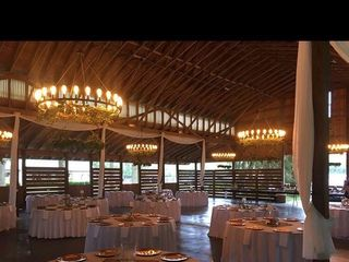 Shabby and Chandeliers Event Service 2
