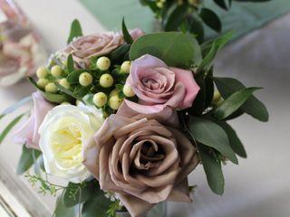 Monzie's Floral Design 6