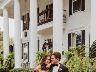 Victoria Belle Mansion and Vintage White Barn 1