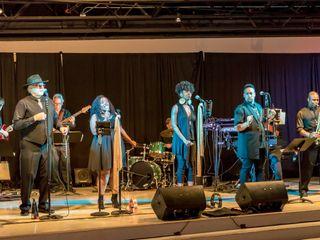 The Flashbacks Show Band 2