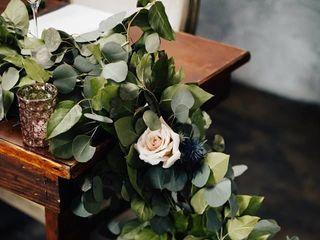 Fuschia Moss Floral Design 3