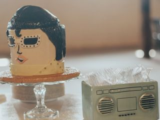 Creme De La Creme Cake Company 2
