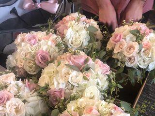 A Fashionable Flower Boutique 3