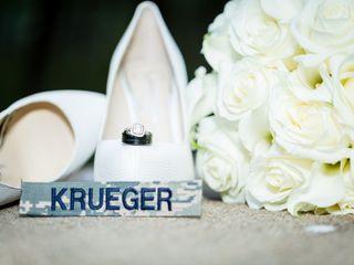 Hand Heart and Crown Weddings 6