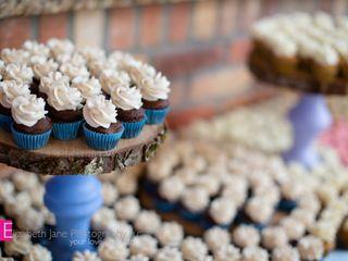 """B"" Sweet Cupcakes 1"