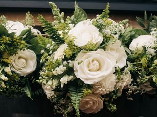Radiant Floral Arrangements 4
