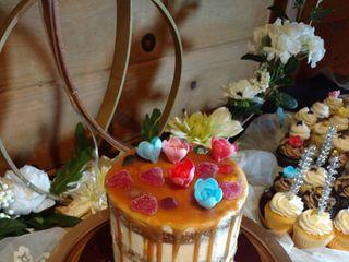 LaLa Custom Cake 2